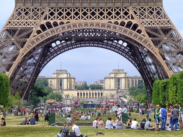 paris-106863_640