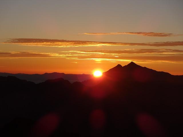 sunrise-1049073_640
