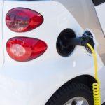 スーパー電気自動車が都市を浄化し、交通システムを変える