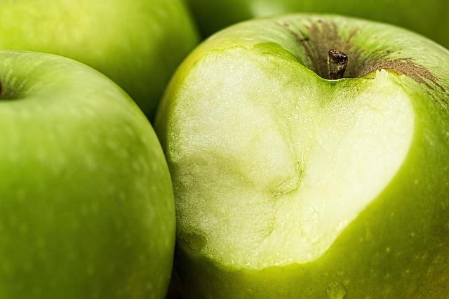 apple-1051018_640