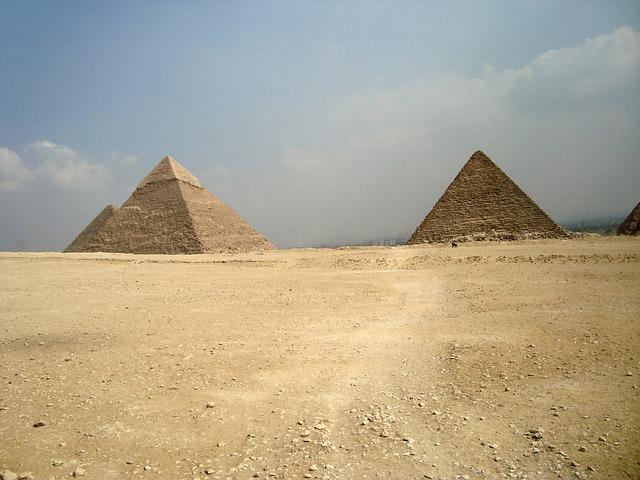 pyramids-798401_640