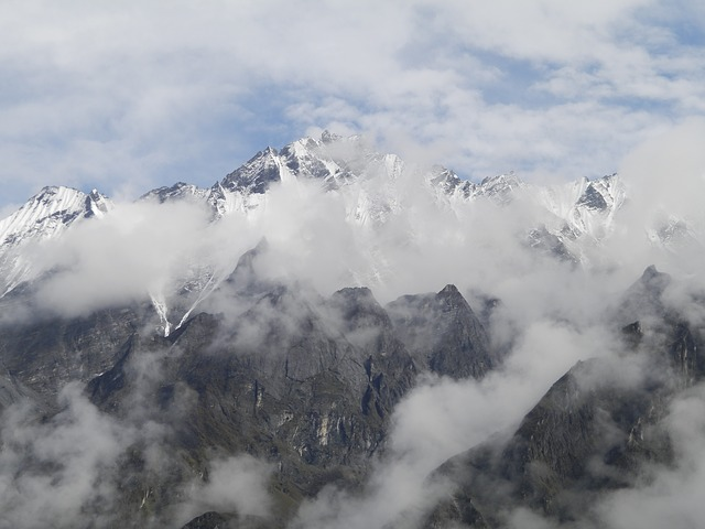 mountains-1553330_640