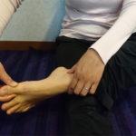 足の親指への刺激で安眠に誘う簡単な方法
