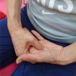 身体の緊張をとりながら心を鎮める簡単な呼吸法